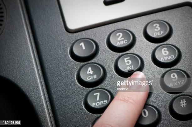 Digitale VoIP-Konferenz-Telefon, Tastatur, Nahaufnahme, finger mit Direktwahl