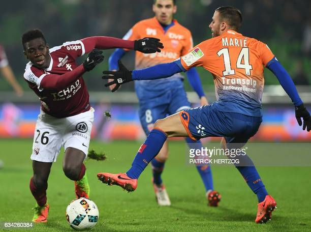 Dijon's French midfielder Jordan Marie vies for the ball with Metz's Senegalese midfielder Ismaila Sarr during the French L1 football match between...