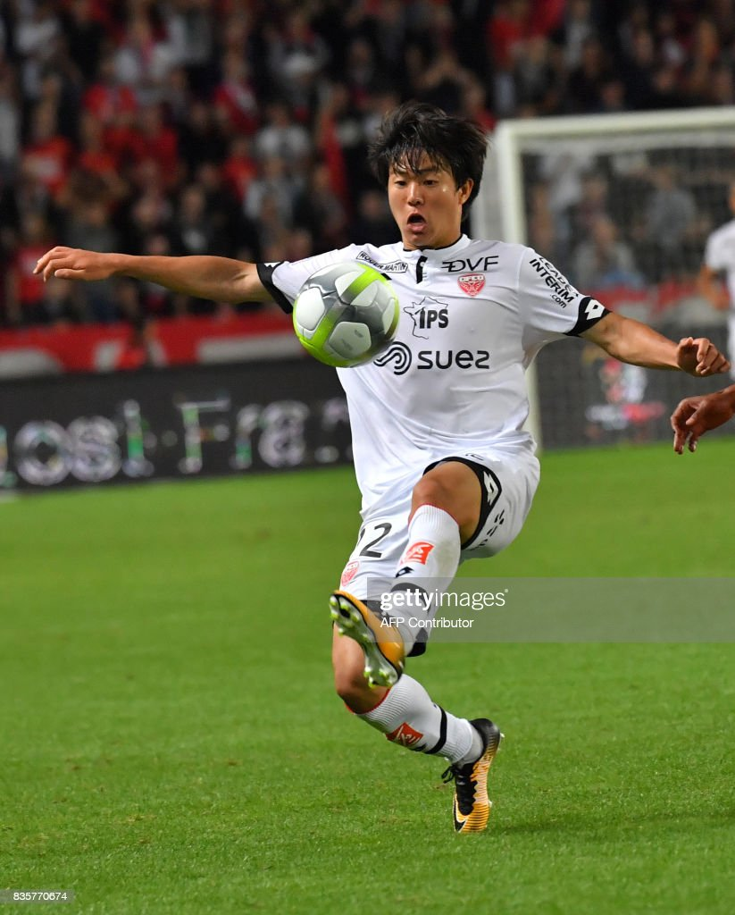 Dijon's South-Korean midfielder Changhoon Kwon controls the ball during the French L1 football match Rennes vs Dijon at the Roazhon Park stadium in Rennes, western France, on August 19, 2017. /