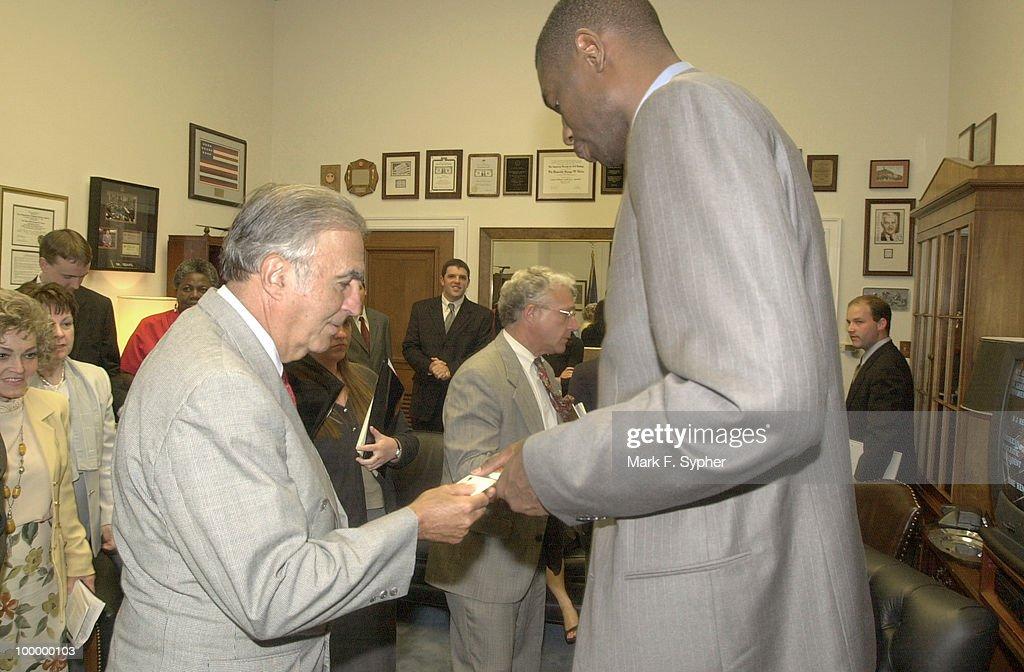 Dikembe Mutombo pays a visit to Rep. George Gekas (R-PA).