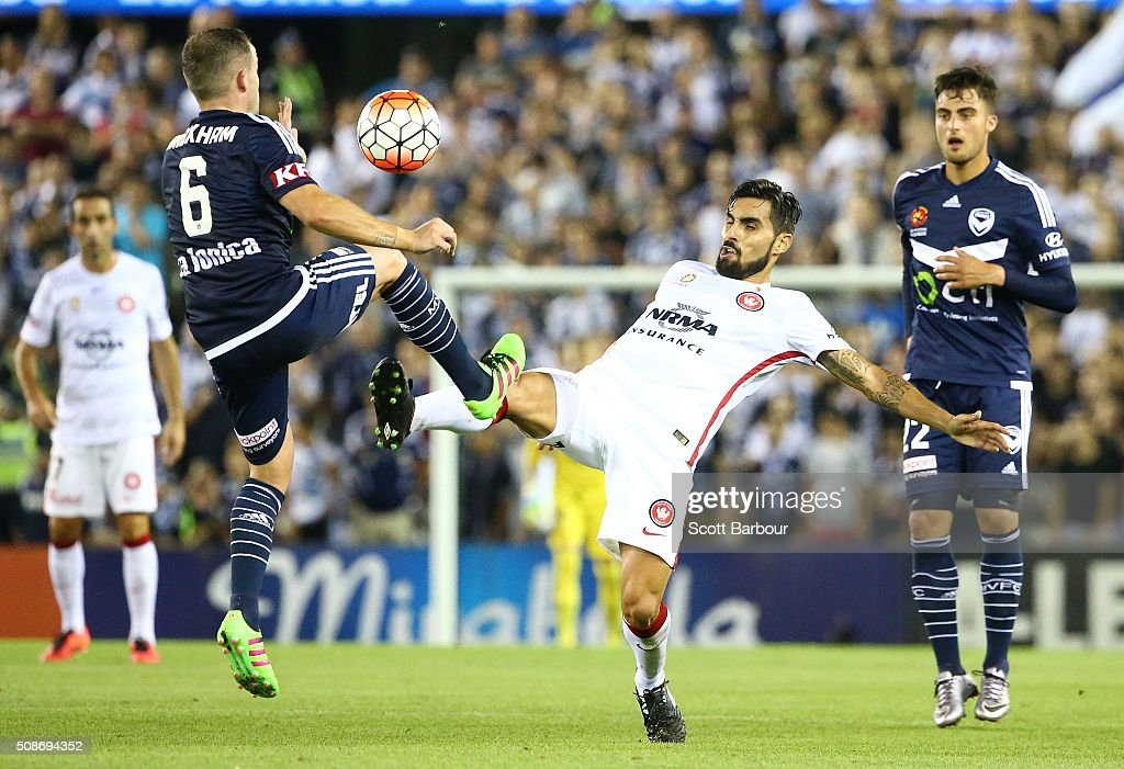 Dimas of the Wanderers and <a gi-track='captionPersonalityLinkClicked' href=/galleries/search?phrase=Leigh+Broxham&family=editorial&specificpeople=4103215 ng-click='$event.stopPropagation()'>Leigh Broxham</a> of the Victory compete for the ball during the round 18 A-League match between the Melbourne Victory and Western Sydney Wanderers at Etihad Stadium on February 6, 2016 in Melbourne, Australia.