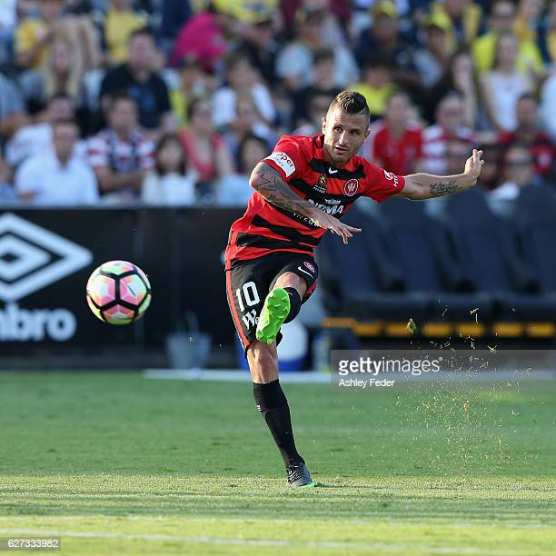 Dimas of the Wanderers kicks at goal during the round nine ALeague match between Central Coast Mariners and the Western Sydney Wanderers at Central...