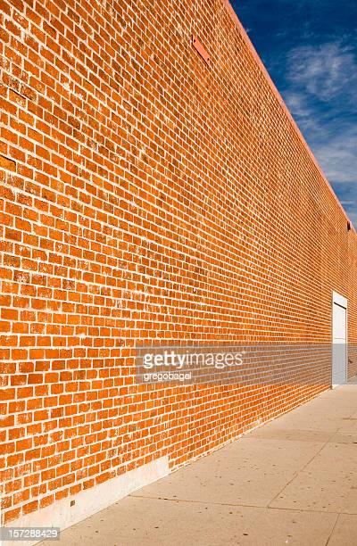 Luttant contre mur