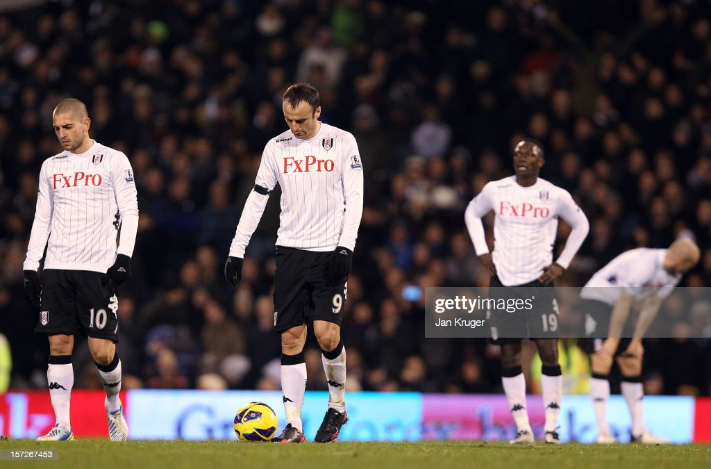 <a gi-track='captionPersonalityLinkClicked' href=/galleries/search?phrase=Dimitar+Berbatov&family=editorial&specificpeople=216379 ng-click='$event.stopPropagation()'>Dimitar Berbatov</a> of Fulham (2nd R) and team mates appear dejected after conceding a third goal during the Barclays Premier League match between Fulham and Tottenham Hotspur at Craven Cottage on December 1, 2012 in London, England.
