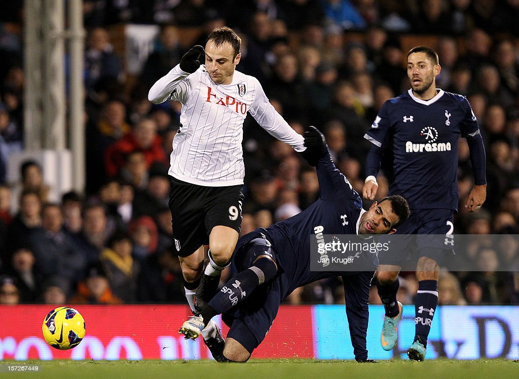 <a gi-track='captionPersonalityLinkClicked' href=/galleries/search?phrase=Dimitar+Berbatov&family=editorial&specificpeople=216379 ng-click='$event.stopPropagation()'>Dimitar Berbatov</a> of Fulham battles with Sandro of Tottenham during the Barclays Premier League match between Fulham and Tottenham Hotspur at Craven Cottage on December 1, 2012 in London, England.