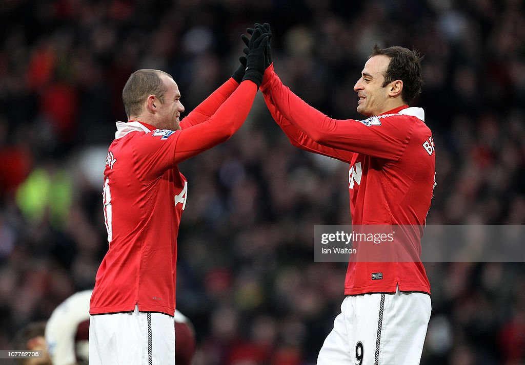 <a gi-track='captionPersonalityLinkClicked' href=/galleries/search?phrase=Dimitar+Berbatov&family=editorial&specificpeople=216379 ng-click='$event.stopPropagation()'>Dimitar Berbatov</a> of Manchester United celebrates scoring the opening goal with team mate <a gi-track='captionPersonalityLinkClicked' href=/galleries/search?phrase=Wayne+Rooney&family=editorial&specificpeople=157598 ng-click='$event.stopPropagation()'>Wayne Rooney</a> (L) during the Barclays Premier League match between Manchester United and Sunderland at Old Trafford on December 26, 2010 in Manchester, England.