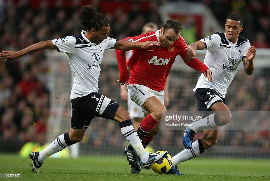 <a gi-track='captionPersonalityLinkClicked' href=/galleries/search?phrase=Dimitar+Berbatov&family=editorial&specificpeople=216379 ng-click='$event.stopPropagation()'>Dimitar Berbatov</a> of Manchester United clashes with <a gi-track='captionPersonalityLinkClicked' href=/galleries/search?phrase=Benoit+Assou-Ekotto&family=editorial&specificpeople=709848 ng-click='$event.stopPropagation()'>Benoit Assou-Ekotto</a> (L) and <a gi-track='captionPersonalityLinkClicked' href=/galleries/search?phrase=Jermaine+Jenas&family=editorial&specificpeople=212775 ng-click='$event.stopPropagation()'>Jermaine Jenas</a> of Tottenham Hotspur during the Barclays Premier League match between Manchester United and Tottenham Hotspur at Old Trafford on October 30, 2010 in Manchester, England.
