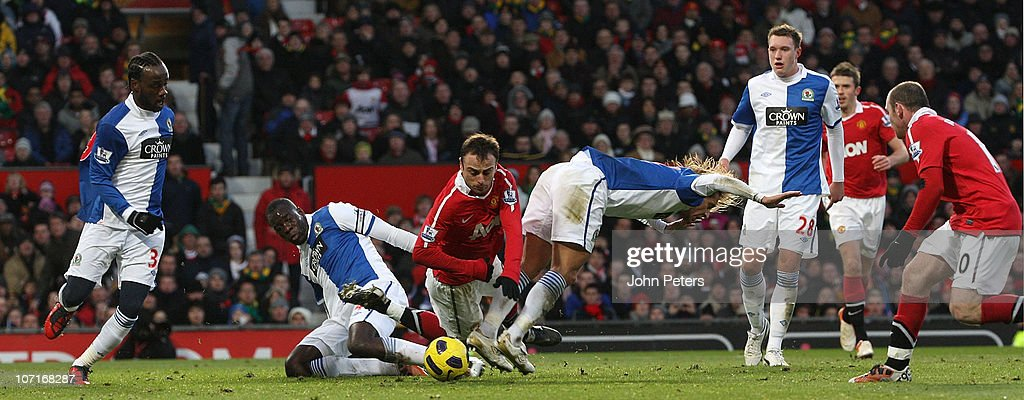 <a gi-track='captionPersonalityLinkClicked' href=/galleries/search?phrase=Dimitar+Berbatov&family=editorial&specificpeople=216379 ng-click='$event.stopPropagation()'>Dimitar Berbatov</a> of Manchester United clashes with <a gi-track='captionPersonalityLinkClicked' href=/galleries/search?phrase=Christopher+Samba&family=editorial&specificpeople=739114 ng-click='$event.stopPropagation()'>Christopher Samba</a> and <a gi-track='captionPersonalityLinkClicked' href=/galleries/search?phrase=Michel+Salgado&family=editorial&specificpeople=209291 ng-click='$event.stopPropagation()'>Michel Salgado</a> of Blackburn Rovers during the Barclays Premier League match between Manchester United and Blackburn Rovers at Old Trafford on November 27, 2010 in Manchester, England.