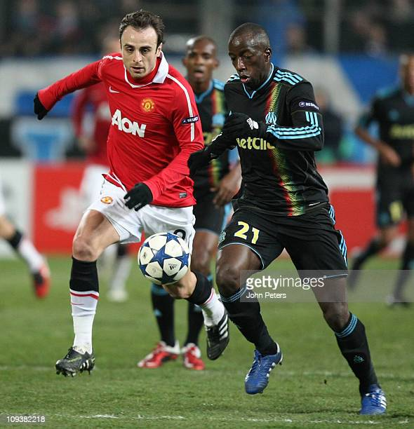 Dimitar Berbatov of Manchester United clashes with Souleymane Diawara of Olympique Marseille during the UEFA Champions League Round of 16 match first...