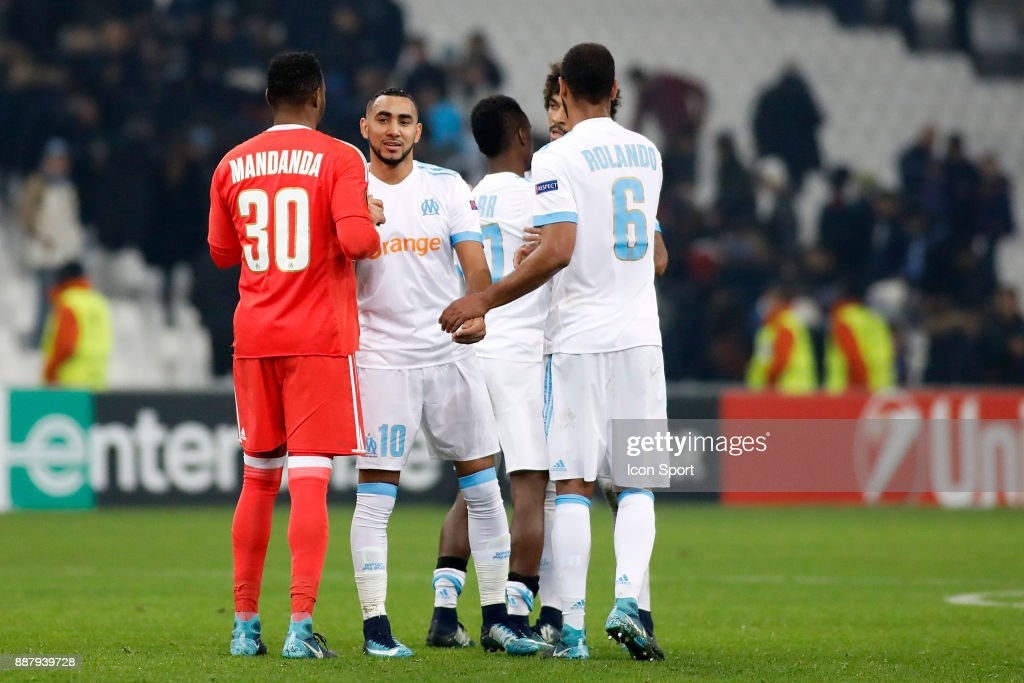 Dimitri Payet and players of Marseille celebrate at the end during the Uefa Europa League match between Olympique de Marseille and Red Bull Salzburg at Stade Velodrome on December 7, 2017 in Marseille, France.