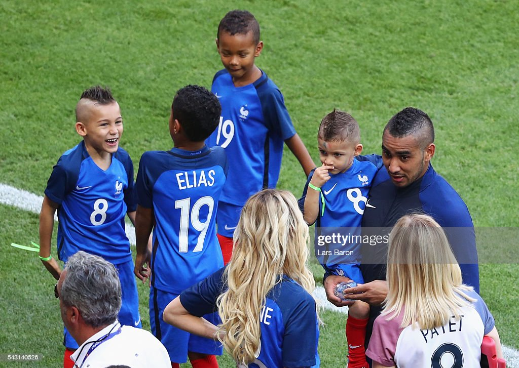 <a gi-track='captionPersonalityLinkClicked' href=/galleries/search?phrase=Dimitri+Payet&family=editorial&specificpeople=2137146 ng-click='$event.stopPropagation()'>Dimitri Payet</a> (2nd R) of France talks to his wife Ludivine (4th R) while children play after the UEFA EURO 2016 round of 16 match between France and Republic of Ireland at Stade des Lumieres on June 26, 2016 in Lyon, France.
