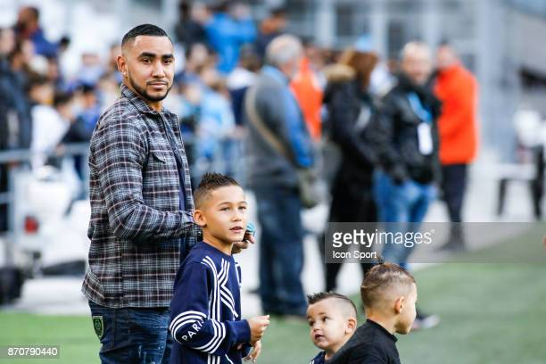 Dimitri Payet of Marseille and children during the Ligue 1 match between Olympique Marseille and SM Caen at Stade Velodrome on November 5 2017 in...