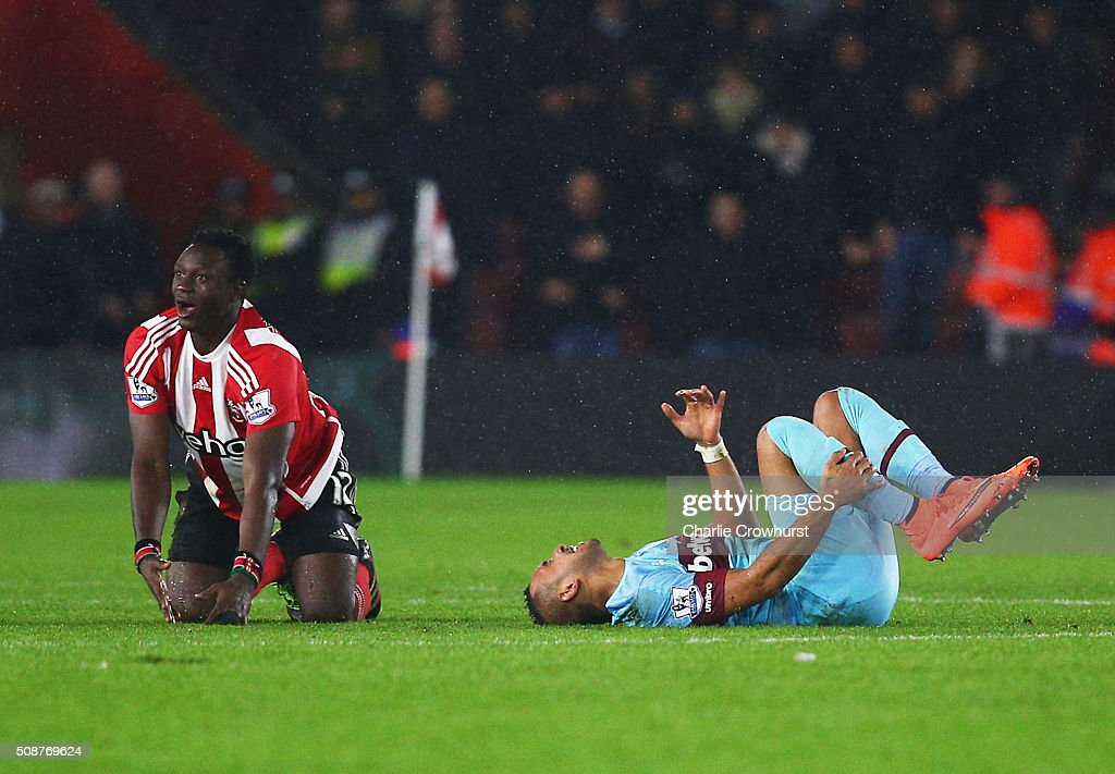 <a gi-track='captionPersonalityLinkClicked' href=/galleries/search?phrase=Dimitri+Payet&family=editorial&specificpeople=2137146 ng-click='$event.stopPropagation()'>Dimitri Payet</a> of West Ham United reacts after a challenge by <a gi-track='captionPersonalityLinkClicked' href=/galleries/search?phrase=Victor+Wanyama&family=editorial&specificpeople=7126412 ng-click='$event.stopPropagation()'>Victor Wanyama</a> of Southampton who is then sent off during the Barclays Premier League match between Southampton and West Ham United at St Mary's Stadium on February 6, 2016 in Southampton, England.