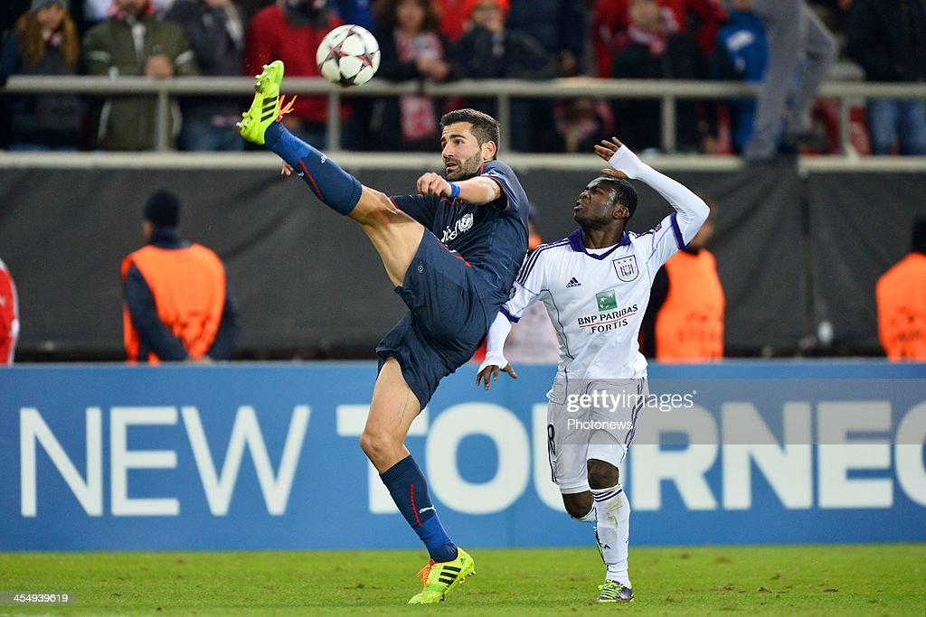 Dimitris Siovas of Olympiacos FC holds the ball high in front of Frank Acheampong of RSC Anderlecht during the Champions League Group C game between...
