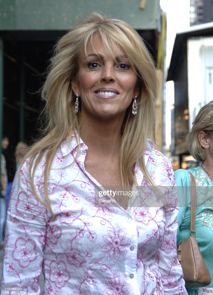 "Lindsay Lohan Arrives at ""The Late Show with David Letterman"" - June 21, 2005"