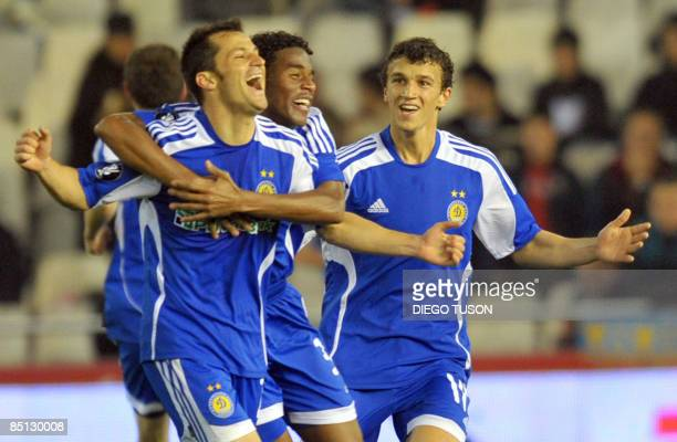 Dinamo de Kiev'splayers celebrate after scoring a second goal against Valencia during their UEFA cup football match at Mestalla Stadium in Valencia...