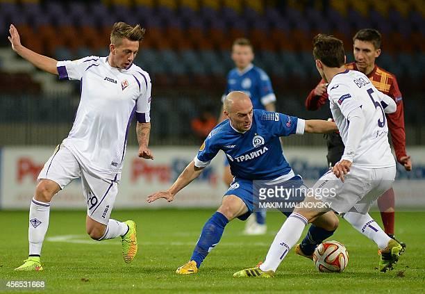 Dinamo Minsk's Serbian defender Nenad Adamovic challenges Fiorentina's Italian forward Federico Bernardeschi and Croatian midfielder Milan Badelj...