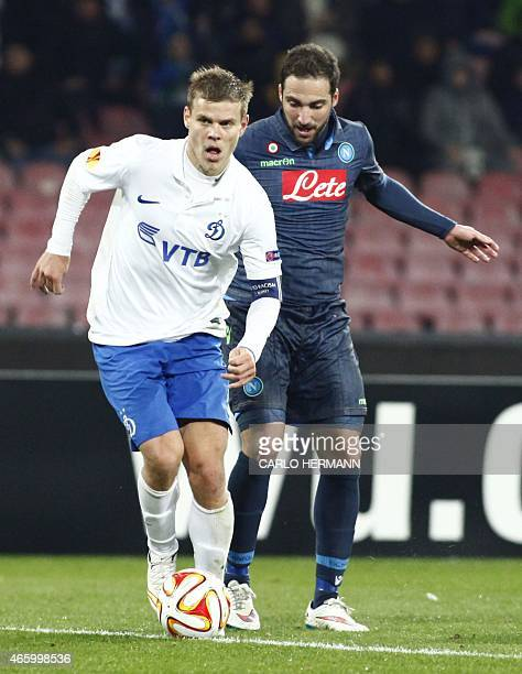 Dinamo Moscow's Russian forward Aleksandr Kokorin fights for the ball with Napoli's Argentinian forward Gonzalo Higuain during the UEFA Europa League...