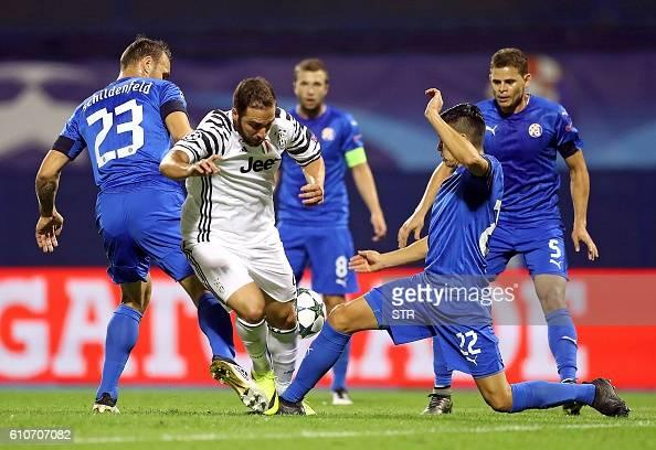 Dinamo Zagreb's Croatian defender Gordon Schildenfeld and Argentinian defender Leonardo Sigali challenge Juventus' Argentinian forward Gonzalo...