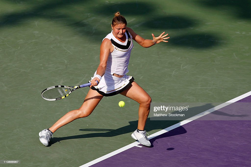 Dinara Safina of Russia hits a forehand return against Vera Zvonareva of Russia during the Sony Ericsson Open at Crandon Park Tennis Center on March...