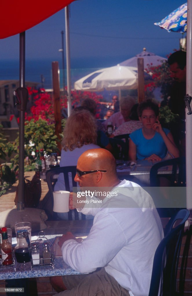 Diners at Uncle Bill's Pancake House, Manhattan Beach. : Stock Photo