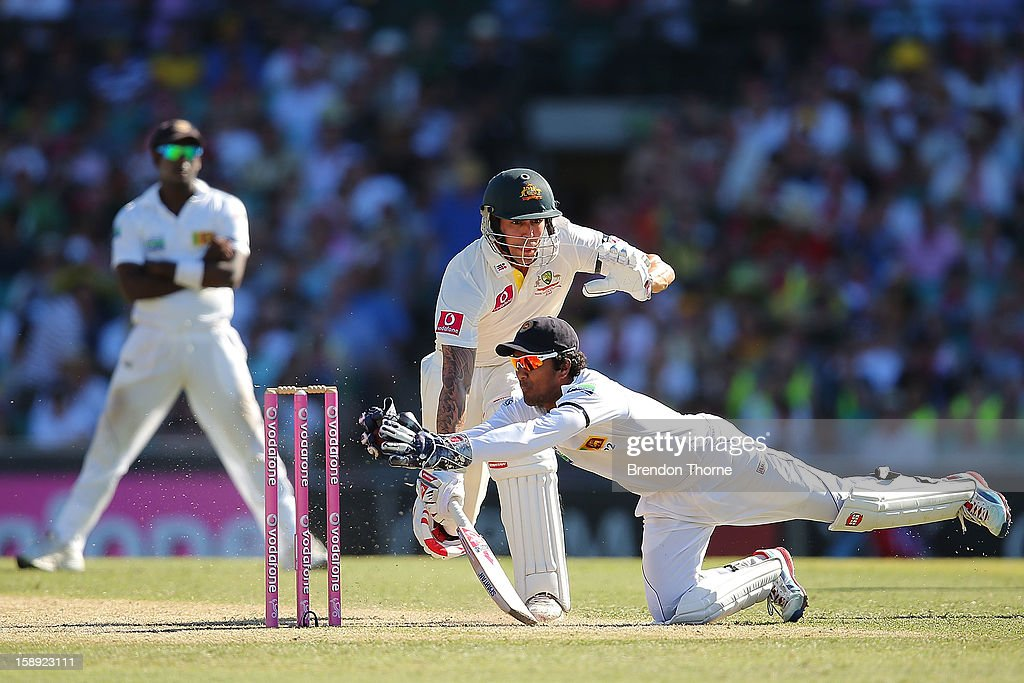 <a gi-track='captionPersonalityLinkClicked' href=/galleries/search?phrase=Dinesh+Chandimal&family=editorial&specificpeople=4884949 ng-click='$event.stopPropagation()'>Dinesh Chandimal</a> of Sri Lanka attempts to run out Mitchell Johnson of Australia during day two of the Third Test match between Australia and Sri Lanka at Sydney Cricket Ground on January 4, 2013 in Sydney, Australia.