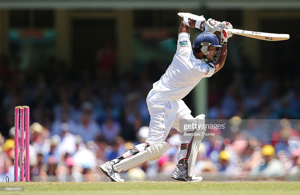 Dinesh Chandimal of Sri Lanka bats during day four of the Third Test match between Australia and Sri Lanka at the Sydney Cricket Ground on January 6, 2013 in Sydney, Australia.