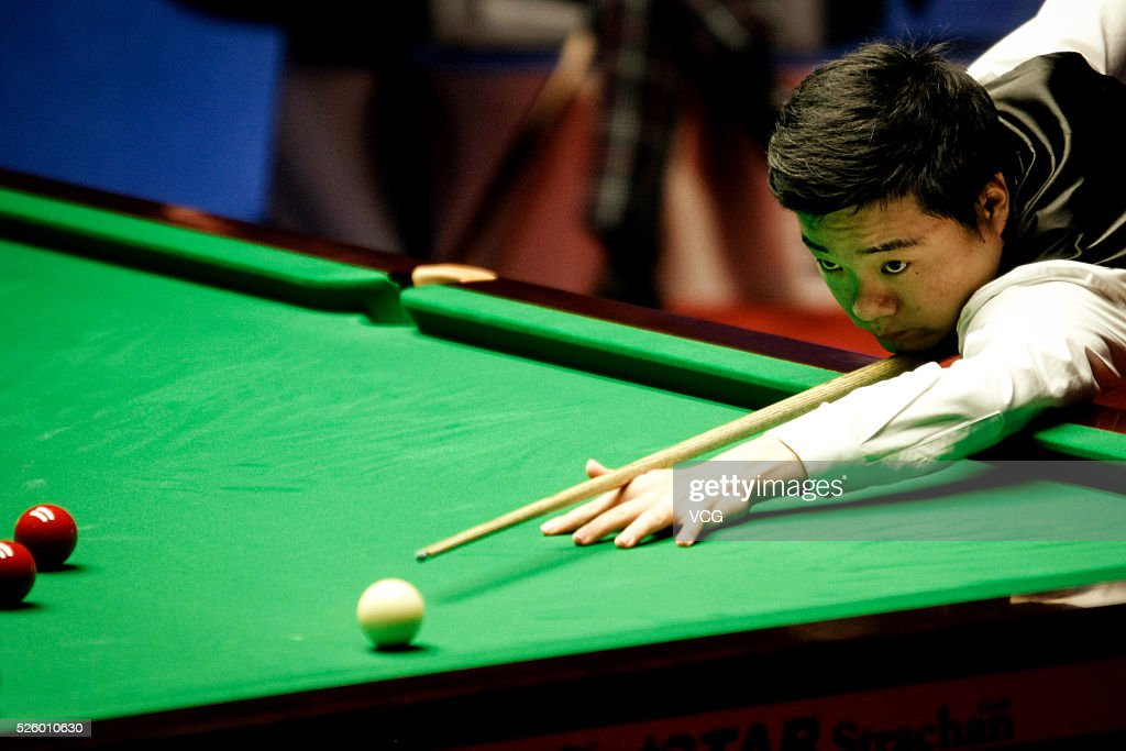 <a gi-track='captionPersonalityLinkClicked' href=/galleries/search?phrase=Ding+Junhui&family=editorial&specificpeople=214712 ng-click='$event.stopPropagation()'>Ding Junhui</a> of China plays a shot in the second stage of his semi-final against Alan McManus of Scotland on day fourteen of Betfred World Championship 2016 at The Crucible Theatre on April 29, 2016 in Sheffield, England.