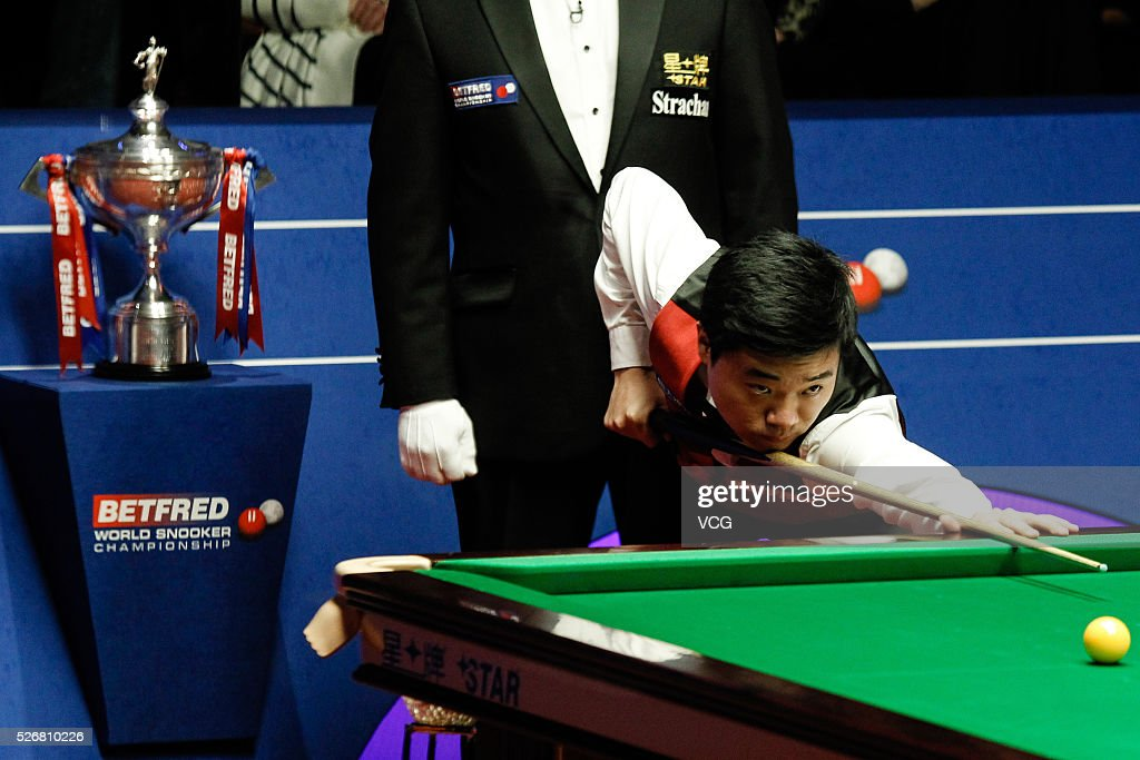 <a gi-track='captionPersonalityLinkClicked' href=/galleries/search?phrase=Ding+Junhui&family=editorial&specificpeople=214712 ng-click='$event.stopPropagation()'>Ding Junhui</a> of China plays a shot in the World Championship final against Mark Selby of England on day sixteen of Betfred World Championship 2016 at The Crucible Theatre on May 1, 2016 in Sheffield, England.