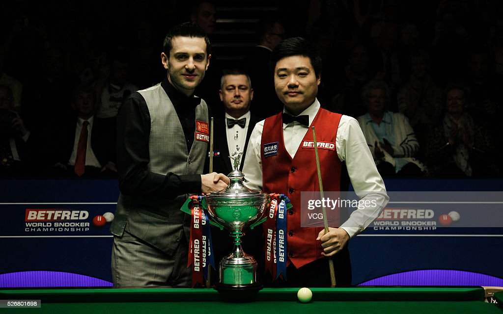 <a gi-track='captionPersonalityLinkClicked' href=/galleries/search?phrase=Ding+Junhui&family=editorial&specificpeople=214712 ng-click='$event.stopPropagation()'>Ding Junhui</a> (R) of China poses with <a gi-track='captionPersonalityLinkClicked' href=/galleries/search?phrase=Mark+Selby&family=editorial&specificpeople=676444 ng-click='$event.stopPropagation()'>Mark Selby</a> of England in the final match on day sixteen of Betfred World Championship 2016 at The Crucible Theatre on May 1, 2016 in Sheffield, England.