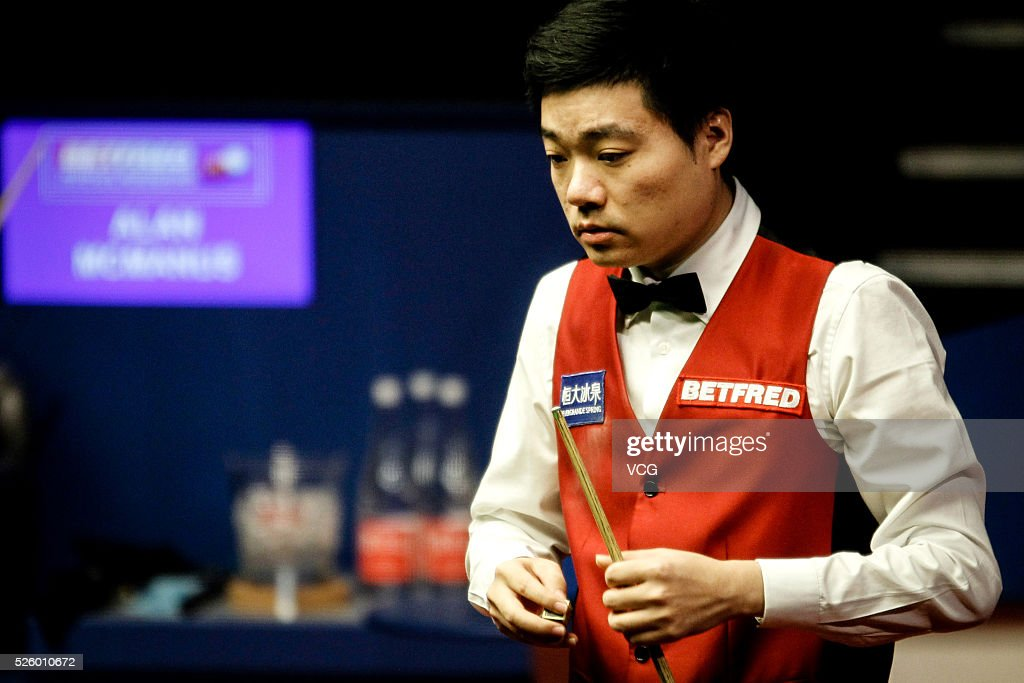 <a gi-track='captionPersonalityLinkClicked' href=/galleries/search?phrase=Ding+Junhui&family=editorial&specificpeople=214712 ng-click='$event.stopPropagation()'>Ding Junhui</a> of China reacts in the second stage of his semi-final against Alan McManus of Scotland on day fourteen of Betfred World Championship 2016 at The Crucible Theatre on April 29, 2016 in Sheffield, England.
