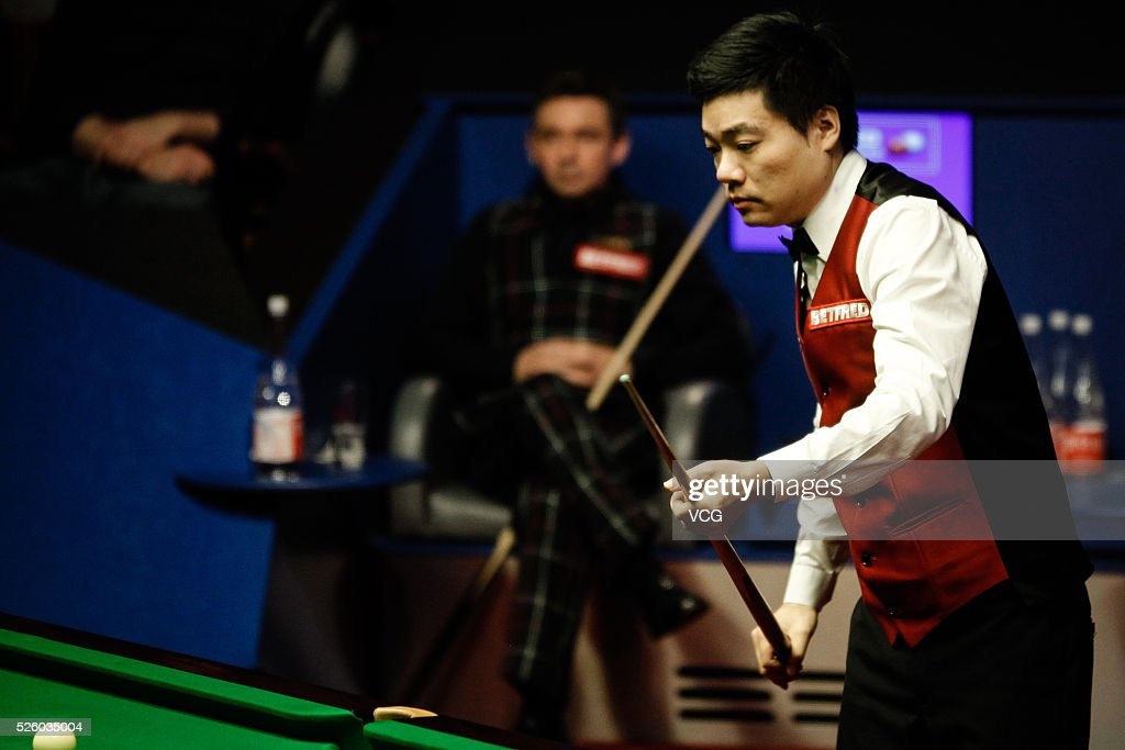 <a gi-track='captionPersonalityLinkClicked' href=/galleries/search?phrase=Ding+Junhui&family=editorial&specificpeople=214712 ng-click='$event.stopPropagation()'>Ding Junhui</a> of China reacts in the second stage of semi-final against Alan McManus of Scotland on day thirteen of Betfred World Championship 2016 at The Crucible Theatre on April 29, 2016 in Sheffield, England.