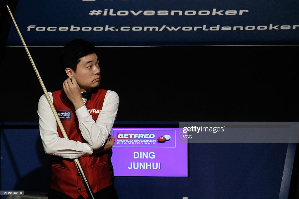 <a gi-track='captionPersonalityLinkClicked' href=/galleries/search?phrase=Ding+Junhui&family=editorial&specificpeople=214712 ng-click='$event.stopPropagation()'>Ding Junhui</a> of China reacts in the World Championship final against Mark Selby of England on day sixteen of Betfred World Championship 2016 at The Crucible Theatre on May 1, 2016 in Sheffield, England.