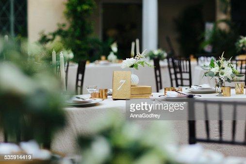 Mesa de comedor, número de siete en un evento elegante : Foto de stock