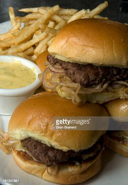 Salsa bearnesa fotograf as e im genes de stock getty images for Classic sliders yard house