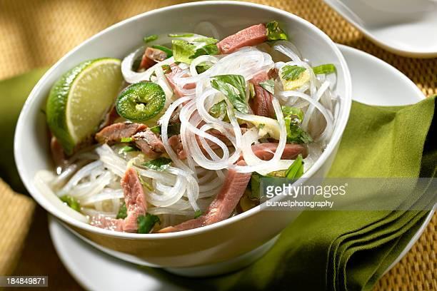 Beef Pho-Suppe, Asiatische Nudeln