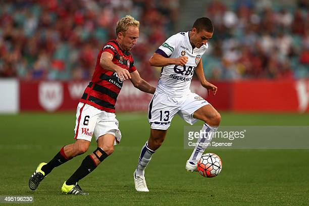 Diogo Ferreira of the Glory and Mitch Nichols of the Wanderers contest the ball during the round four ALeague match between the Western Sydney...