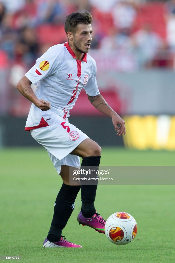 Diogo Figueiras of Sevilla FC controls the ball during the UEFA Europa League group H match between Sevilla FC and SC Freiburg at Estadio Ramon Sanchez Pizjuan on October 3, 2013 in Seville, Spain.
