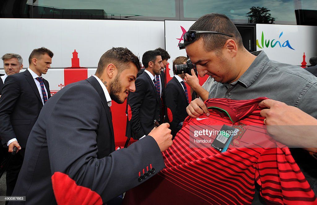 Diogo José Rosário Gomes Figueiras of Seville arrives at the Sandro Pertene Turin airport prior to the UEFA Europa League final on May 13, 2014 in Turin, Italy.
