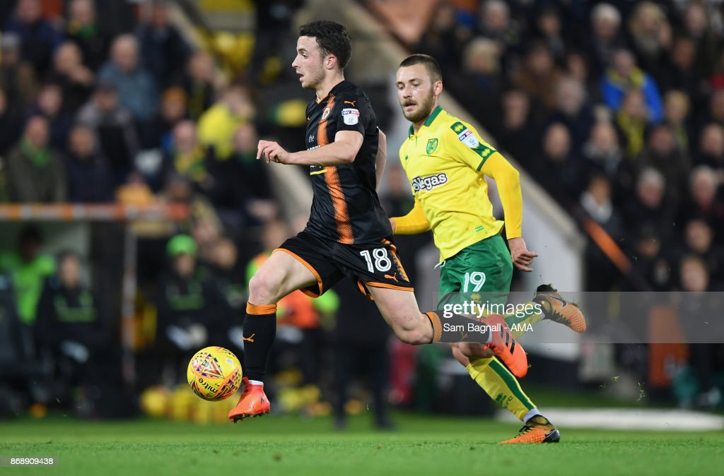 Diogo Jota of Wolverhampton Wanderers and Tom Trybull of Norwich City during the Sky Bet Championship match between Norwich City and Wolverhampton at Carrow Road on October 31, 2017 in Norwich, England.