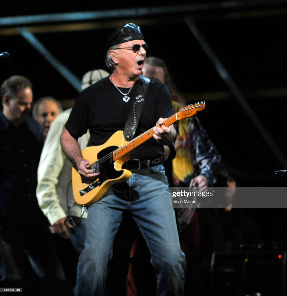 Dion performs on stage for the 25th Anniversary Rock & Roll Hall of Fame Concert at Madison Square Garden on October 29, 2009 in New York City.