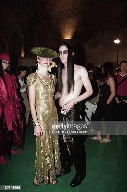 Dior By John Galliano Couture Collection Fall Winter 19992000 Le 19 juillet 1999 dans la cadre de la présentation de la Collection haute couture...