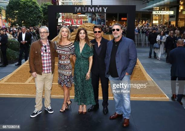 Director Alex Kurtzman Annabelle Wallis Sofia Boutella Tom Cruise and Russell Crowe pose during a photo call for The Mummy at World Square on May 23...