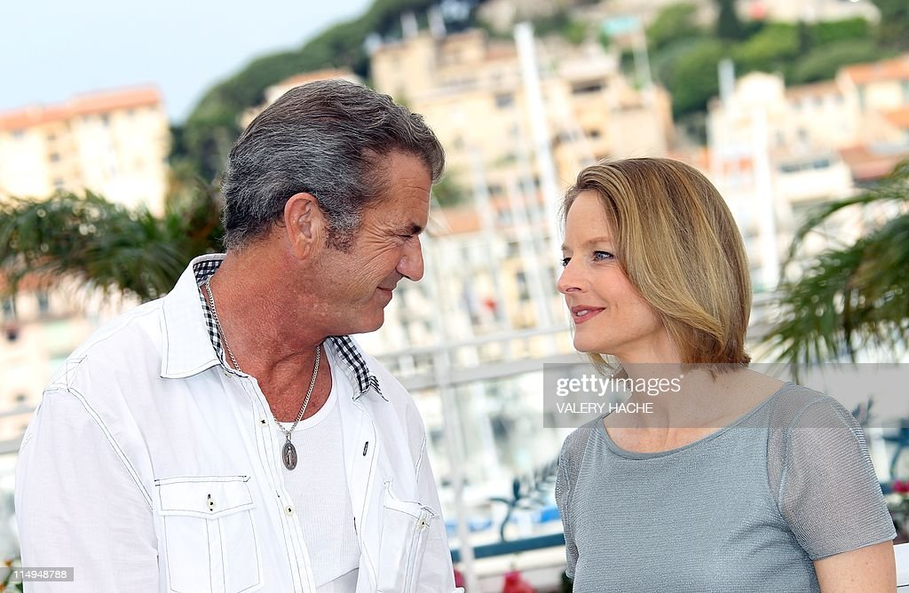 US director and actress Jodie Foster and US actor Mel Gibson pose during the photocall of 'The Beaver' presented out of competiton at the 64th Cannes Film Festival on May 18, 2011 in Cannes.