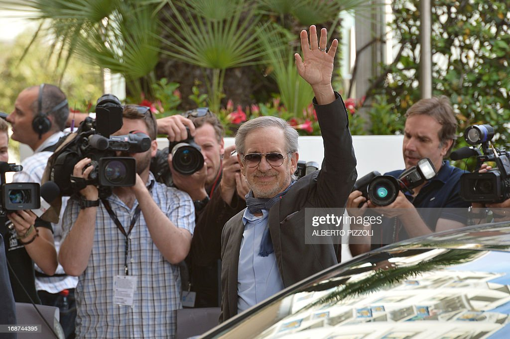 US director and President of the Feature Film Jury, Steven Spielberg, waves on May 14, 2013 as he arrives at the Martinez Hotel in Cannes to attend a photocall of the Jury on the eve of the 66th edition of the Cannes Film Festival. Cannes, one of the world's top film festivals, opens on May 15 and will climax on May 26 with awards selected by a jury headed this year by Hollywood legend Steven Spielberg. AFP PHOTO / ALBERTO PIZZOLI