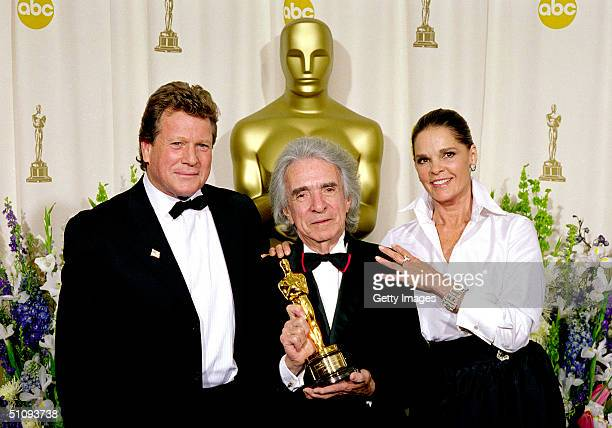 Director Arthur Hiller Recipient Of The Jean Hersholt Humanitarian Award Is Joined By Actor Ryan O'Neal And Actress Ali Macgraw For A Photograph...