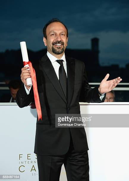 Director Asghar Farhadi poses with his award for the Best Screenplay for the movie 'The Salesman ' during the Palme D'Or Winner Photocall during the...