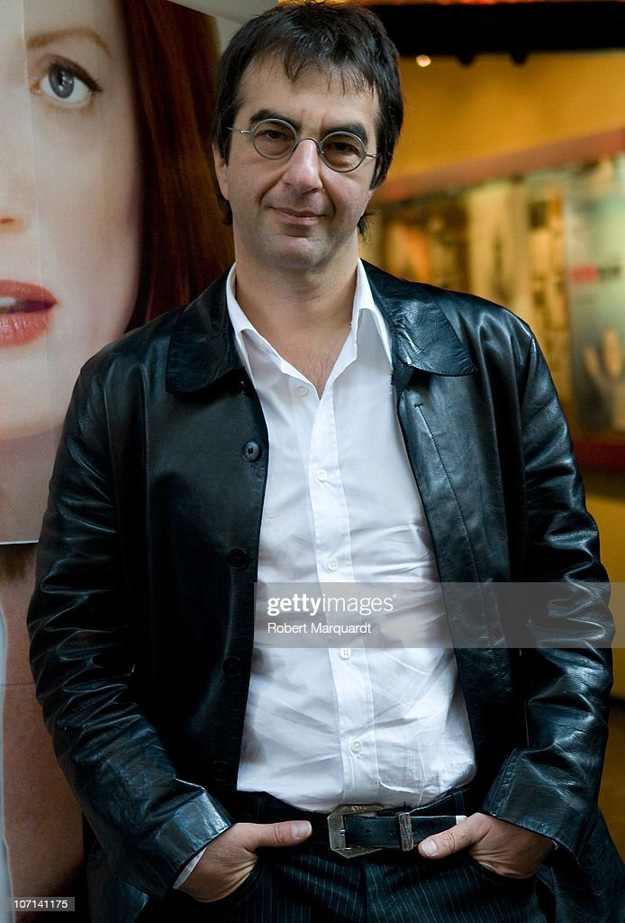 Director <a gi-track='captionPersonalityLinkClicked' href=/galleries/search?phrase=Atom+Egoyan&family=editorial&specificpeople=215428 ng-click='$event.stopPropagation()'>Atom Egoyan</a> attends a press call for his latest film 'Chloe' at the Cine Verde on November 25, 2010 in Barcelona, Spain.