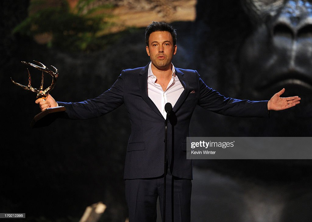 Director <a gi-track='captionPersonalityLinkClicked' href=/galleries/search?phrase=Ben+Affleck&family=editorial&specificpeople=201856 ng-click='$event.stopPropagation()'>Ben Affleck</a> accepts award onstage during Spike TV's Guys Choice 2013 at Sony Pictures Studios on June 8, 2013 in Culver City, California.