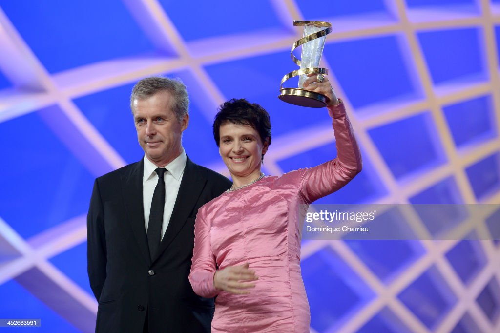 Director <a gi-track='captionPersonalityLinkClicked' href=/galleries/search?phrase=Bruno+Dumont&family=editorial&specificpeople=607004 ng-click='$event.stopPropagation()'>Bruno Dumont</a> gives an award to actress <a gi-track='captionPersonalityLinkClicked' href=/galleries/search?phrase=Juliette+Binoche&family=editorial&specificpeople=209273 ng-click='$event.stopPropagation()'>Juliette Binoche</a> at the tribute ceremony made in her honour during the 13th Marrakech International Film Festival on November 30, 2013 in Marrakech, Morocco.